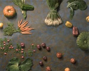 Bodegón de verduras con fondo azul